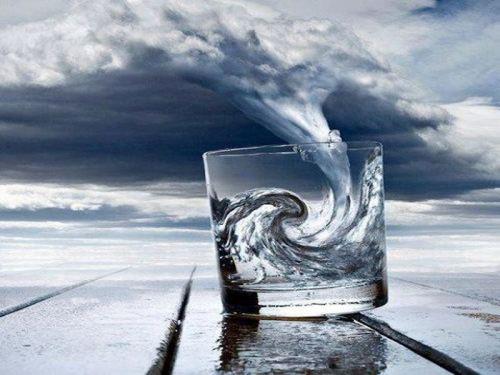 Il bicchiere mezzo...nella tempesta