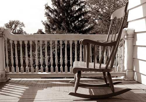 sedia-a-dondolo-in-legno